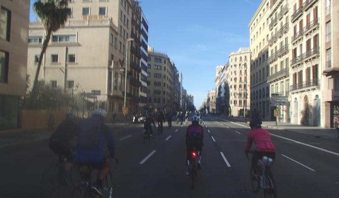 Carrer Aragó el dia de la festa de la bicicleta. Font: Albert Garcia