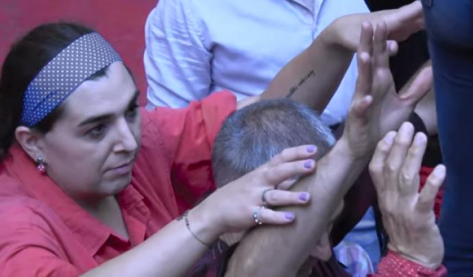 Ser membre dels Castellers de Barcelona va ajudar a la Sandra Vilaseca a fer el seu trànsit. Font: IdemTV