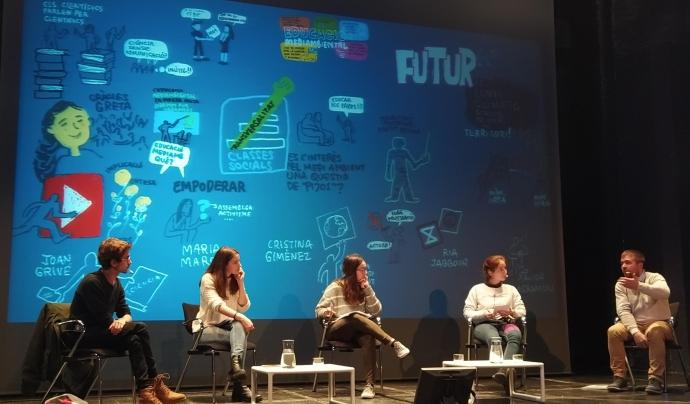 La primera taula rodona va comptar amb 5 joves referents en la lluita contra el canvi climàtic Font: Font: Suport Tercer Sector.