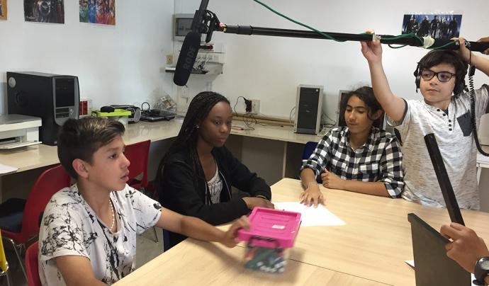 Joves del Centre Diari fent una activitat Font: Fundació Social del Raval