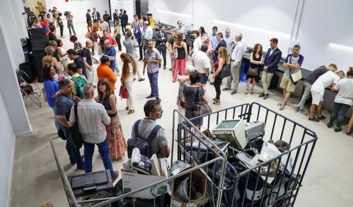 Al centre es reciclen ordinadors, tauletes i telèfons mòbils Font: Fundació Trinijove