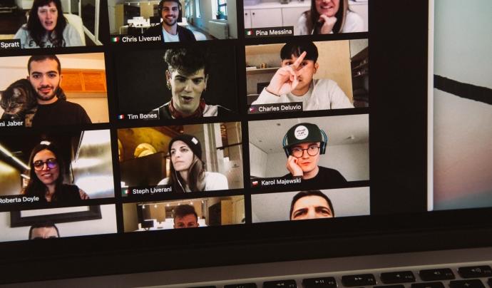El treball en xarxa permet resoldre problemes a partir de la participació i corresponsabilitat. Font: Unsplash.