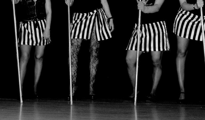 Algunes de les internes de Wad-Ras que participen en l'activitat de ball de Justícia i Pau. Font: Eli Mora Photography