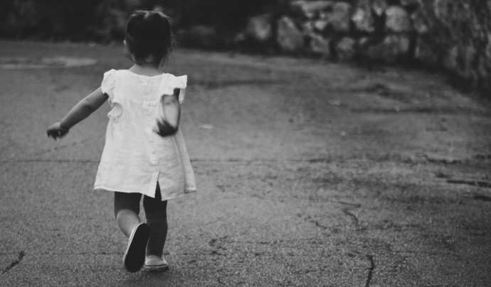 S'estima que fins a un 5% d'homes joves i adults presenten pensaments, desitjos, fantasies i/o conductes d'Abús Sexual Infantil. Font: Unsplash. Font: Font: Unsplash.