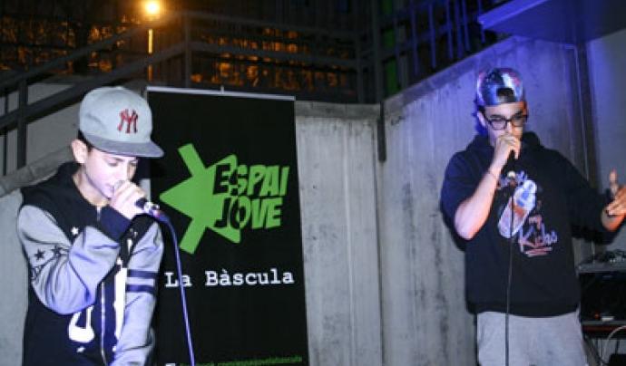 Diferent artistes de rap col·laboraran amb el projecte de mentoria social GR 16-18. Font: El3.cat