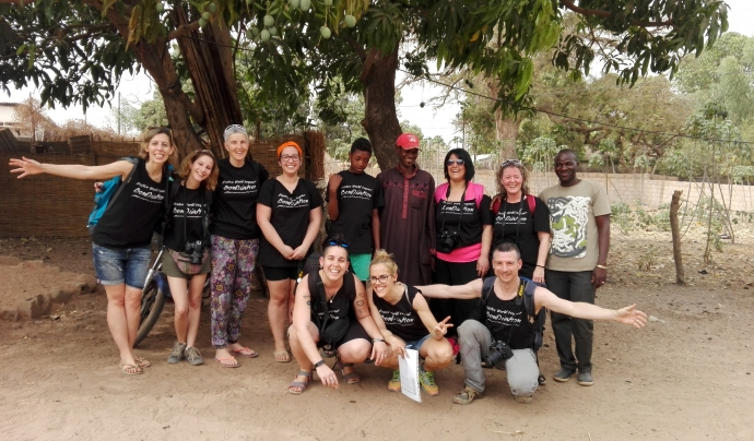 Equip de voluntariat de BonDiaMon en un projecte de cooperació.