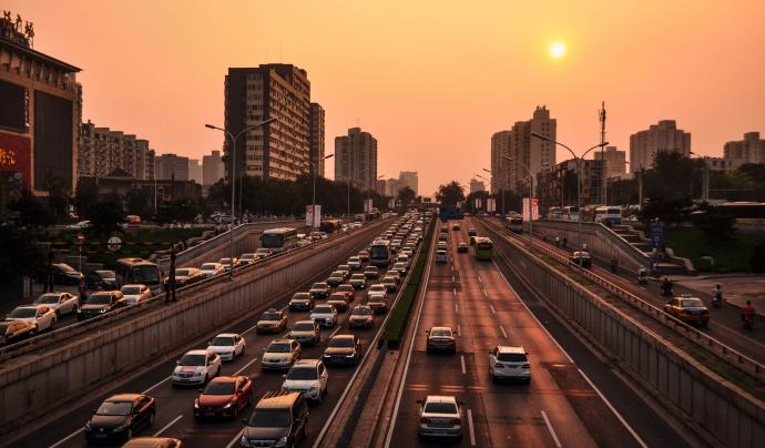 Durant el confinament, la reducció del trànsit va ajudar a reduir els nivells de diòxid de carboni. Font: Pexels
