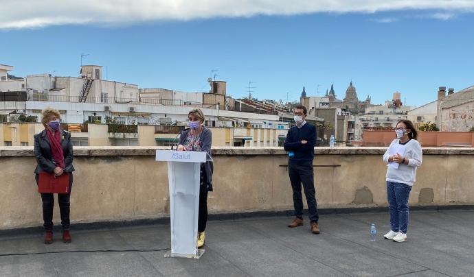 Imatge de la presentació de la guia al terrat del CAP Manso de Barcelona. Font: Departament de Salut