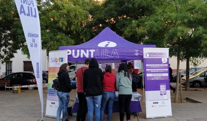 Un dels serveis de l'entitat són els punts liles a disposició de la ciutadania. Font: Cúrcuma. Font: Font: Cúrcuma.