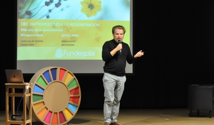Daniel Wahl, professor del curs, és educador i consultor internacional especialitzat en innovació i sistemes inspirats en la biologia. Font: Fundesplai. Font: Font: Fundesplai.