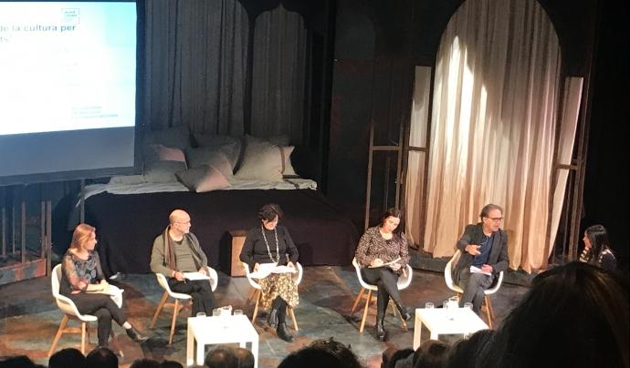 D'esquerra a dreta, Sònia Gainza, Lluís Cabrera, Francina Alsina, Sònia Fuertes, Joan Subirats i la moderadora Núria Dias. Font: Fundesplai. Font: Fundesplai