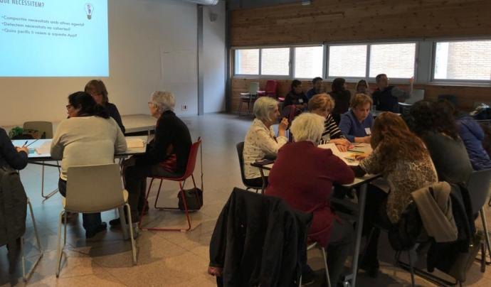 El 13 d'abril es va realitzar una trobada per detectar les necessitats del sector de l'ecnomia de les cure