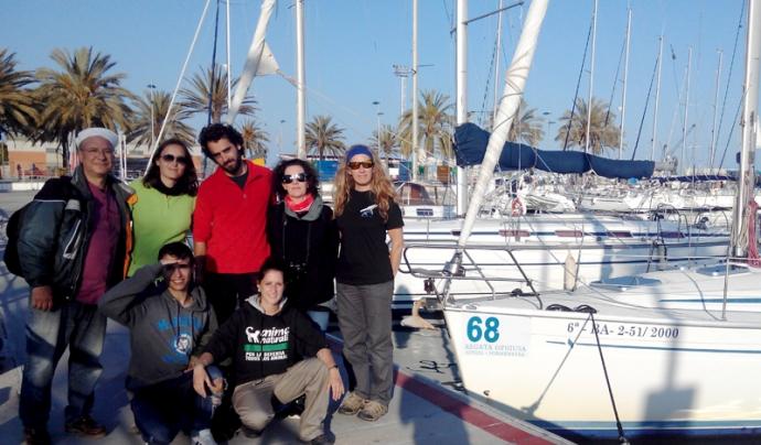 El grup de voluntaris i voluntàries ambientals de l'Associació Cetàcea, Depana i Acoio que van participar a la sortida del 15 de maig (imatge: associaciocetacea.org)