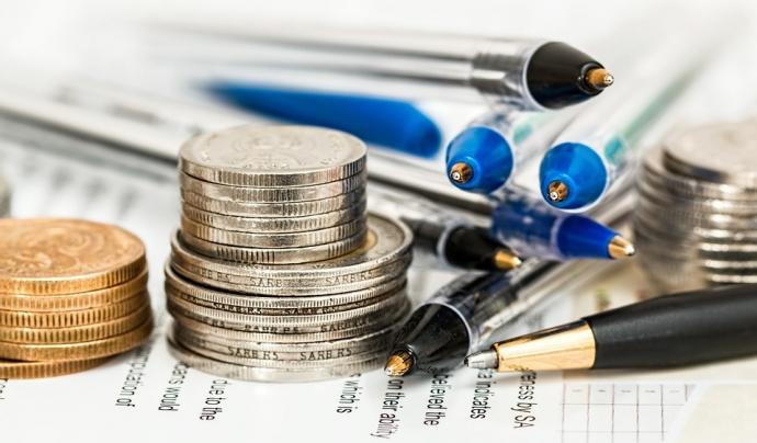 Imatge monedes i boligrafs. Font: Pixabay Font: