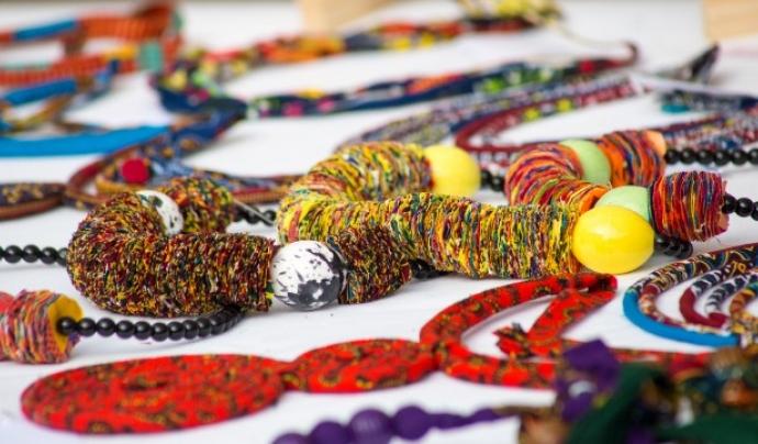 Diomcoop ha creat la marca Diambaar, amb roba i complements de l'Àfrica negro. Font: Diomcoop. Font: Font: Diomcoop.