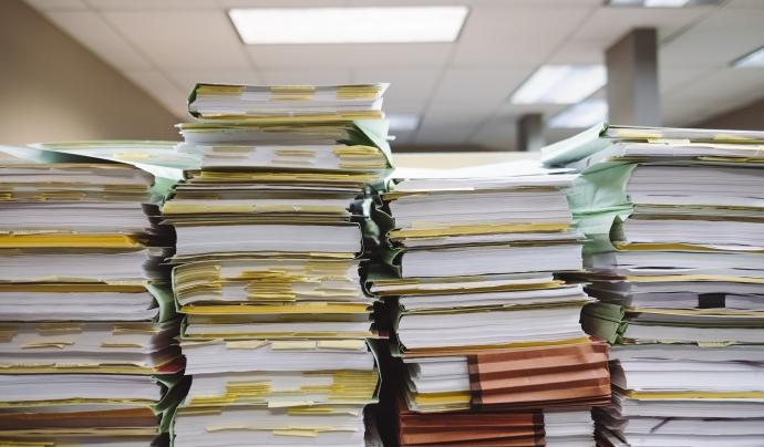 L'informe analitza diverses convocatòries de subvencions publicades per diferents administracions públiques. Font: Unsplash.