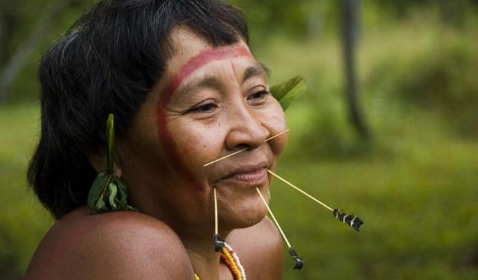 Una dona del poblat dels 'yanomamis'.  Font: Survival International.