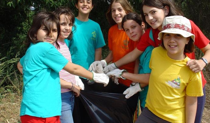 AEiG Sant Sadurní recollint residus durant els campaments  Font: AEiG Sant Sadurní