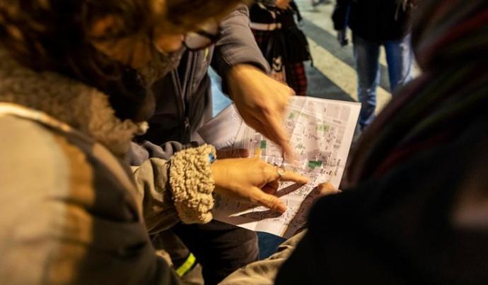 Un grup de persones voluntàries en un recompte de persones sense llar a Barcelona. Font: Arrels Fundació