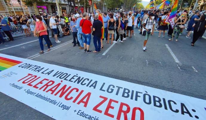 Manifestació al passeig de Gràcia contra la LGTBIfòbia. Font: FLG