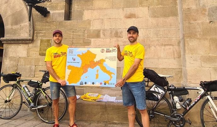 Maurizio Sartori i Carles Sarroca volen recaptar 2 euros per cada quilòmetre recorregut. Font: @maocaracol
