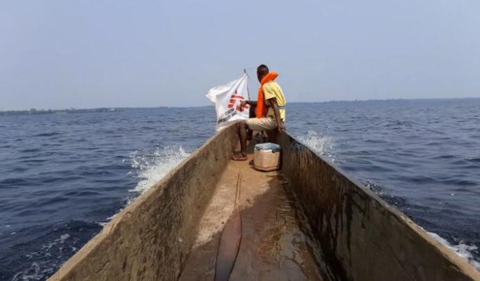 Té zones de molt difícil accés amb pobles als quals només es pot arribar per via fluvial.  Font: MSF