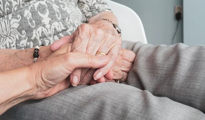 Només el 10% de les dones cuidadores estan sota protecció de la legislació laboral vigent.  Font: CC