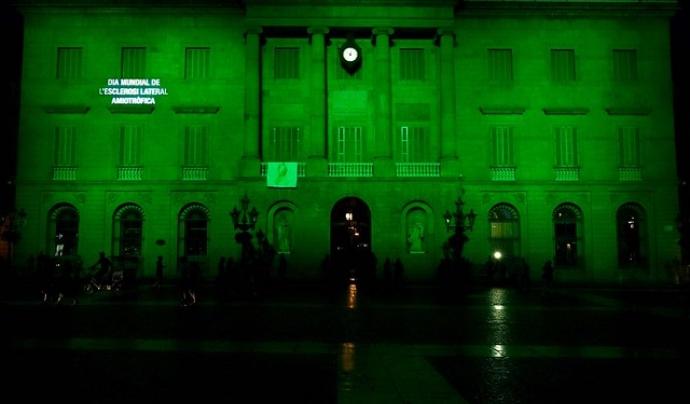 La campanya 'El 21 de juny Fes un Gest per l'ELA' consisteix en il·luminar els edificis de verd.  Font: Fundació Miguel Valls