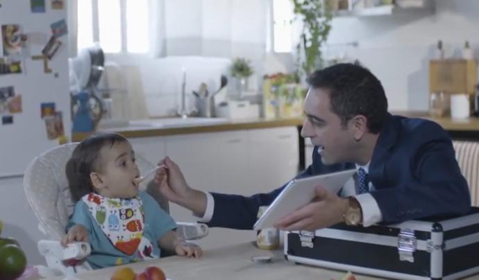El vídeo 'El meu primer verí' de Justícia Alimentària denuncia els productes processats que es venen per a nadons i la publicitat que els envolta Font: Justícia Alimentària