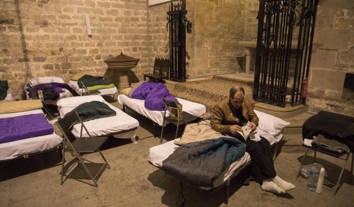 Durant l'onada de fred del gener, Santa Anna va acollir fins a 80 persones sense llar que van dormir a l'església (Font: elperiodico.com)