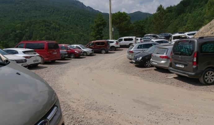 L'afluència de cotxes ha sobrepassat la capacitat d'aparcament  Font: GNDB