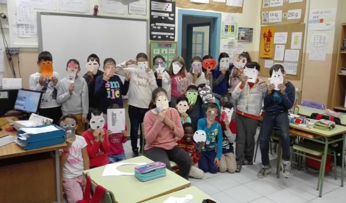 """Grup d'infants de l'escola Torreforta, participants a """"Ni uniformes ni etiquetes"""" de la Fundació Akwaba Font: Fundació Akwaba"""