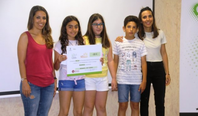 Els i les joves cooperativistes van lliurar els talons a les entitats beneficiàries