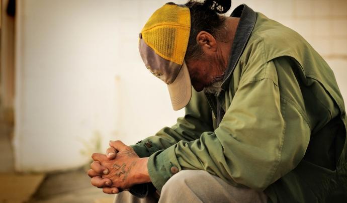 L'exclusió social determina la pèrdua de participació d'una persona dins de la societat. Font: Càritas