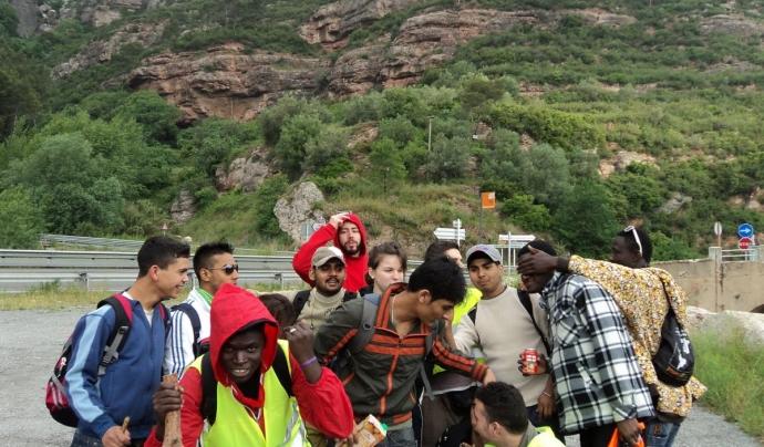 Joves del Casal dels Infants fent l'excursió.