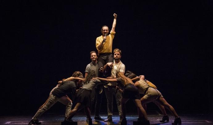 Moment culminant de la interpretació de 'La Gallineta' (Foto: Toni Galitó)