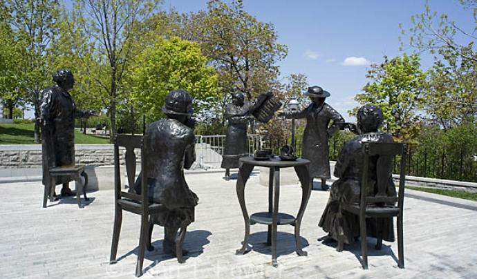"""The Famous Five"" (Ottawa, Canadà)"