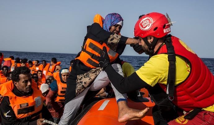 El 12 d'agost, Open Arms va evacuar en estat d'emergència vuit de les 159 persones migrades que acull des de fa 12 dies. Font: Open Arms. Font: Font: Open Arms.