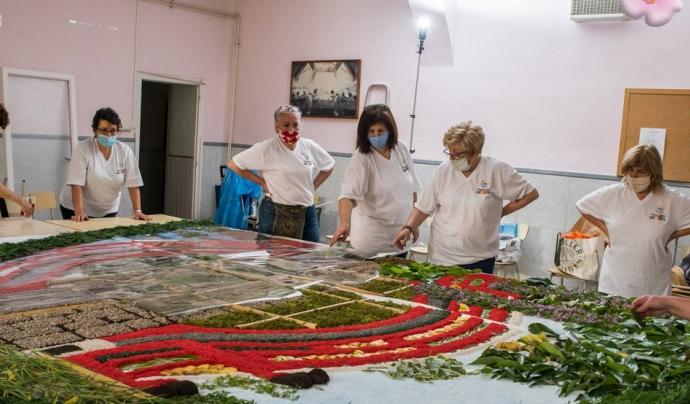 L'obra floral de la FCC és el resultat del treball de 26 catifaires durant 150 hores. Font: Federació Catalana de Catifaires