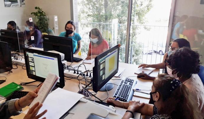 La manca de competències digitals dificulta la cerca de feina. Font: Fundació Integramenet