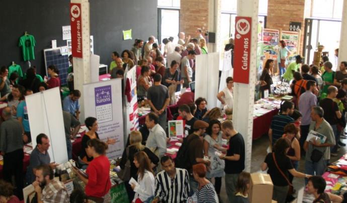 La Fira de l'Economia Solidària, organitzada anualemnt per la XES, mostra el creixent interès per aquest model econòmic alternatiu. Font: XES