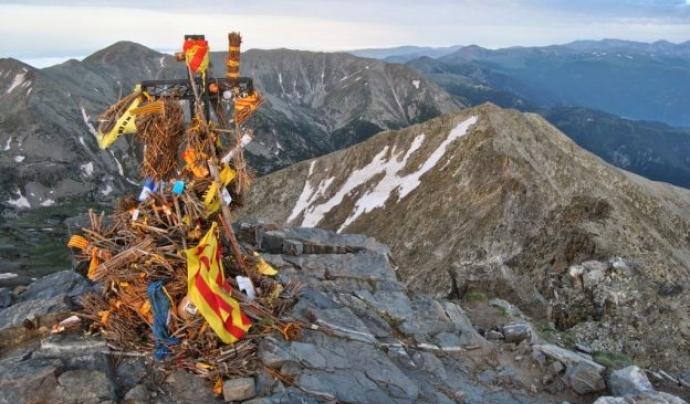 La foguera permanent del Canigó, que es renova amb la flama eterna que es conserva des de 1966 al Castellet de Perpinyà Font: FEEC
