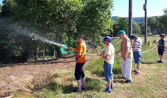 Usuaris i usuàries de Sant Tomàs fent tasques de voluntariat ambiental. Font: PARMO