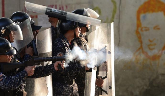 Forces armades a favor del govern de Maduro a Veneçuela Font: Clarín
