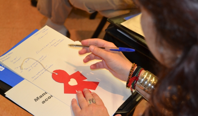 Persona realitzant taller formatiu Font: FCVS