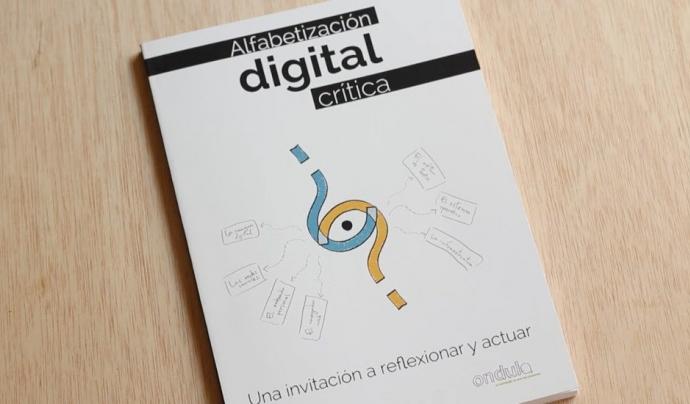 La guia sobre alfabetització digital crítica té versió en paper i versió digital Font: Ondula
