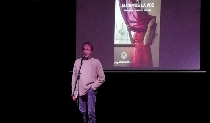 Oscar Rosselló, coordinador general d'Amics dels Infants del Marroc, a la presentació del llibre 'Alcemos la Voz', a l'Ateneu El Poblet al març de 2021.  Font: Amics dels Infants del Marroc.
