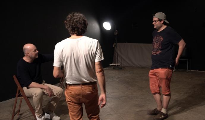 La idea va néixer a través d'en Rafael Valero, l'actor principal de l'obra. Font: La Crua Realitat. Font: Font: La Crua Realitat.