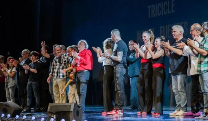 Imatge d'arxiu d'una gala de 'Guanya't el cel amb el Pare Manel' amb tot d'artistes a l'escenari. Font: Fundació Pare Manel
