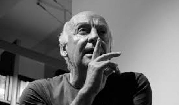 """""""Molta gent petita, en llocs petits, fent coses petites, pot canviar el món"""". Eduardo Galeano"""
